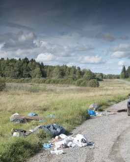 Sopor dumpas illegalt i naturen.